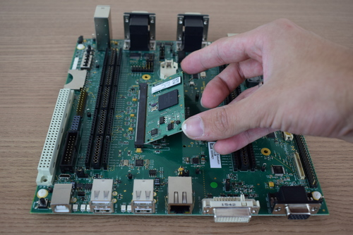 Connecting the computer on module to the Colibri Evaluation Board